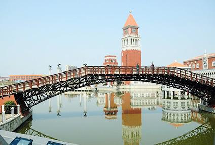 欧洲风情街铁艺桥