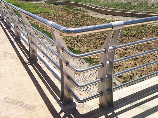 不锈钢围墙栏杆价格