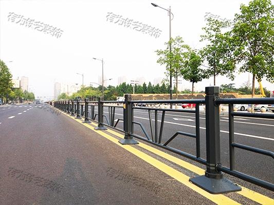 道路防护栏杆价格